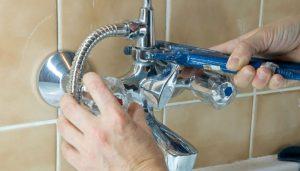 установка смесителя в ванной в Вологде